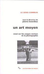 Un art moyen, essai sur les usages sociaux de la photographie, Pierre BOURDIEU, Robert CASTEL,Les éditions de minuit, 1965 http://www.leseditionsdeminuit.eu/f/index.php?sp=liv_id=2297