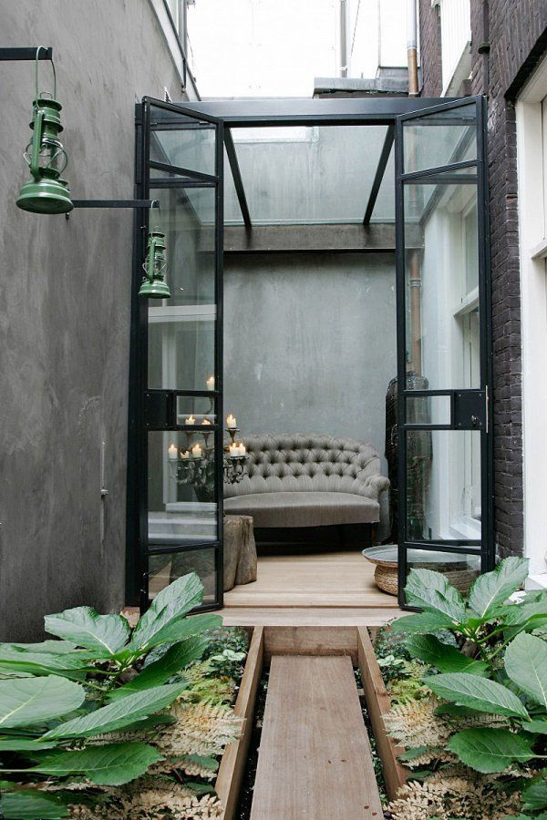 City Terrace - desire to inspire - desiretoinspire.netA beautiful and practical retreat from the hustle and bustle of the city. An Amsterdam terrace by interior architect Conny Deerenberg.