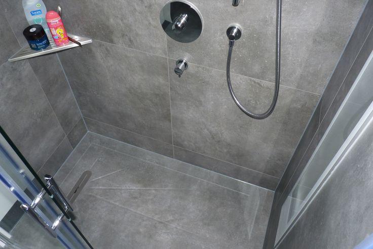 25 beste idee n over grijze badkamertegels op pinterest douche ruimtes kleine badkamers en - Badkamer epuree ...