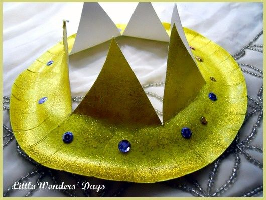 wise men crowns paper plate and glitter