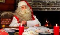 Papa Noel en la Oficina Central de Correos de Papa Noel en Rovaniemi en Laponia.