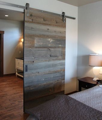 Porte coulissante en bois de grange des projets for Decoration porte de grange