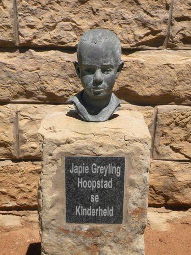 Jacobus Johannes Cornelis (Japie) Greyling, is gebore in 1890 op die plaas Smaldeel in die distrik Hoopstad, Oranje Vrystaat. Gedurende die Anglo-Boereoorlog was Japie se vader en 2 ouer broers op kommando om teen die Engelse te veg