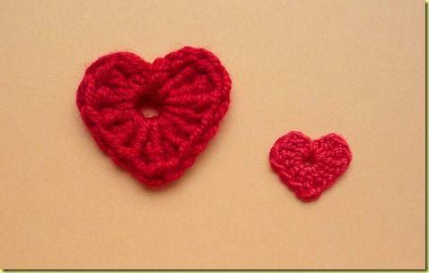 Klik op de foto om deze te vergroten. Dit hartje bestaat uit 1 toer. het linker hartje is gehaakt met haaknaald 3,5 en is 3×3 cm. Het rechterhartje is gehaakt met haaknaald 1,5 mm en is 1,5×1,5 cm. Wil je het hartje groter hebben dan haak je met dikker garen en  . . . → Read More: Piepklein hartje haken