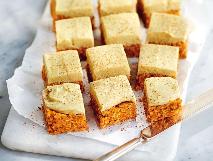 Baka både näringsrikt och fantastiskt gott! Vad sägs om en saftig rawfood-morotskaka? Recept hittar du här.