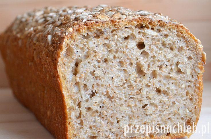 Chleb pszenno-żytni z otrębami i słonecznikiem. Bardzo dobry chleb, przygotowany na zaczynie żytnim razowym. Co prawda – do ciasta dodaje się jasną mąkę pszenną, jednak właśnie dzięki temu żytniemu zaczynowi chleb jest nieco cięższy, bardziej trwały i pięknie pachnie. Jest to taka pośrednia wersja pomiędzy chlebem żytnim razowym a jasnym pszennym :) Dodatkowo ziarna słonecznika […]