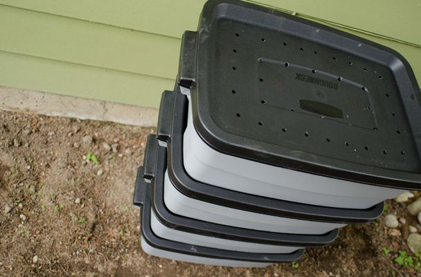 How to make a vermicomposting containers