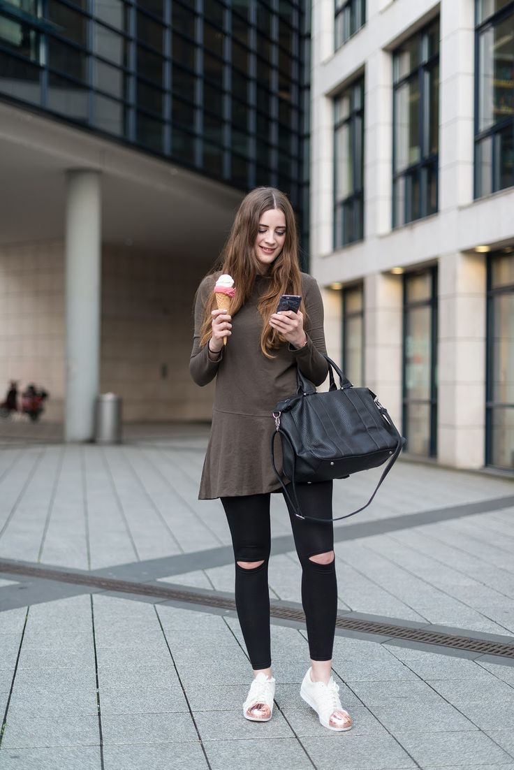 RIPPED JEANS AND ZARA DRESS – EVERYDAY LOOK! (andysparkles)