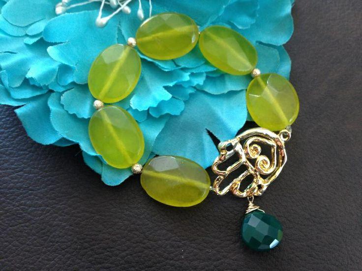 Jade teñido, chapa de oro y ónix verde