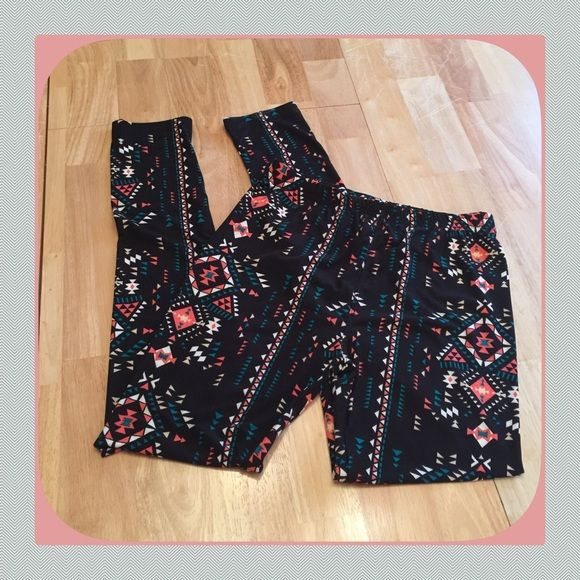 NWT Super Soft Black/Turquoise/Red Aztec Leggings These are an amazing leggings! Really soft and so comfortable that I bought 2 for me and some for my girls! We all love them, super comfortable Boutique Pants Leggings