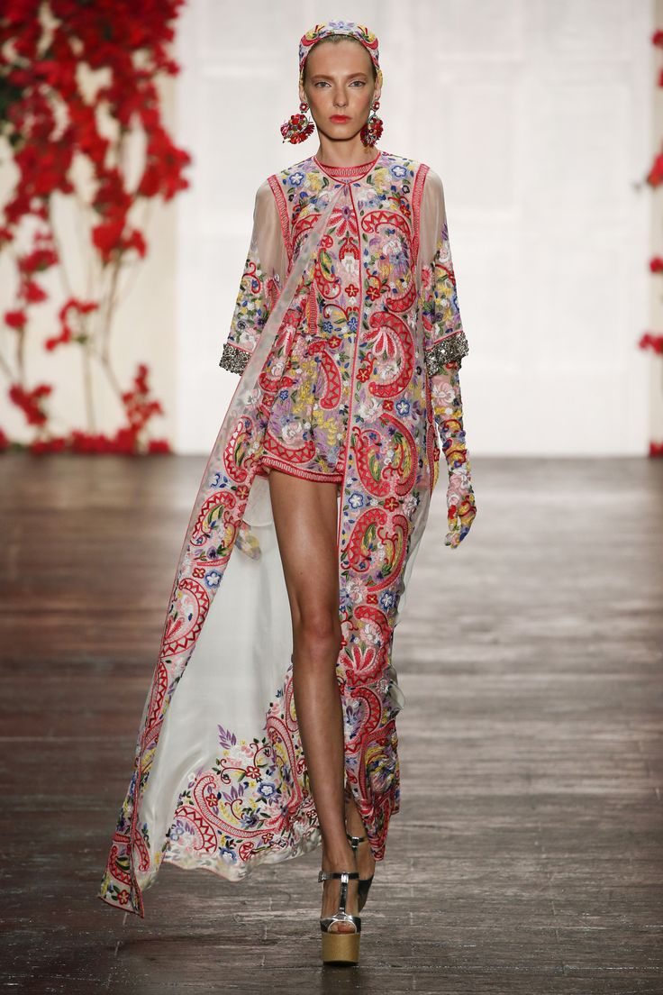 Naeem Khan Spring 2016 Ready-to-Wear Fashion Show                                                                                                                                                     More