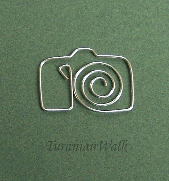 Camera bookmark by my own design.    Size: 3 cm    These bookmarks are made by hand from 18 gauge soft silver plated wire. Before carefully