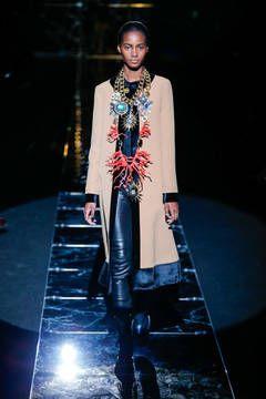 Fausto Puglisi – Mailand Fashion Week Report Herbst/Winter 2015/16: Einen Überblick über die neusten Shows und Kollektionen der italienischen Designer von der laufenden Mailänder Modewoche gibt es hier.
