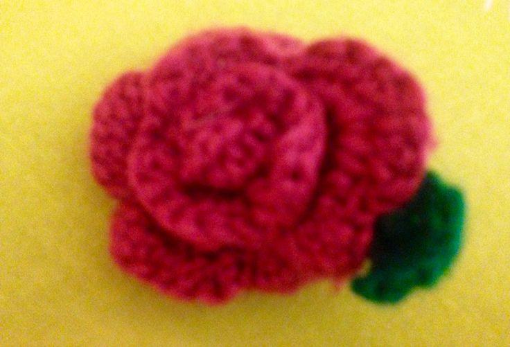 Broche rosa ganchillo