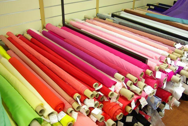 Nos tables de soies sont disponibles au rayon Couture & Haute Couture de votre magasin Ellen Décoration.