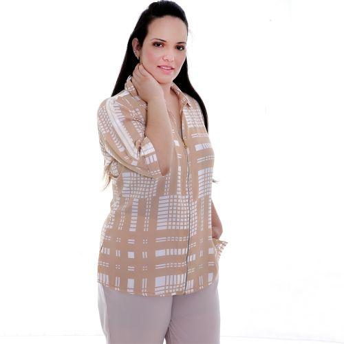 Camisa Gucci Zipper Plus Size - Camisa Gucci Zipper  Camisa em seda koshibo, estampada com fundo bege, com gola e pé de gola, zipper de encaixe na frente, mangas 3/4 com com barra italiana, detalhe de viéz de cetin branco pespontado desde o ombro. Um Charme esta camisa. Você se sentirá muito elagante e confiante com esta camisa!  Marca - VICKTTORIA VICK Plus Size  Composição Têxtil:  100%Poliester
