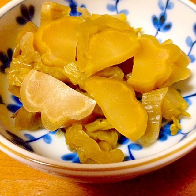 旦那の実家から送ってきた、高菜の古漬け。私は高菜の古漬けも漬物も大好きで茎の部分は古漬けだと少し搾菜っぽくて美味しいです。葉の部分と茎の部分は別々に食べます。 - 52件のもぐもぐ - 高菜の古漬けピリ辛 by まいり