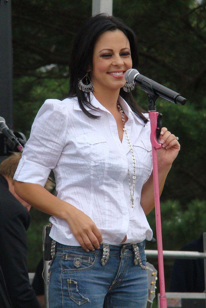 Sara Evans 4-08