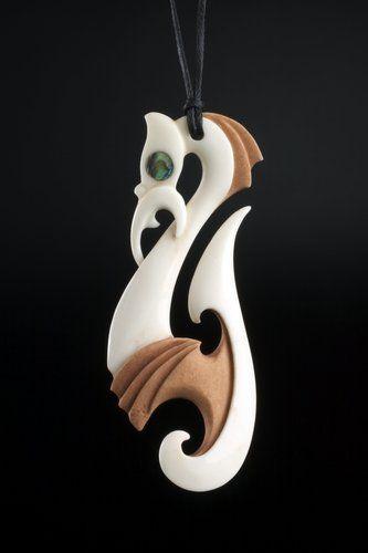 Torea / Matau • Seabird / Fish Hook Pendant by Kerry Kapua Thompson, Māori artist (KT40407)
