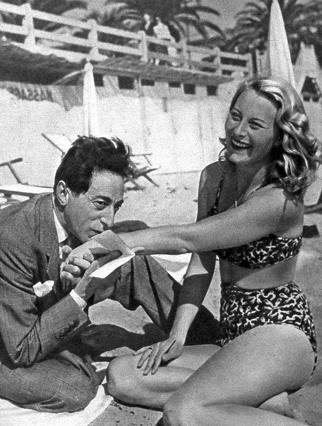 Les couples de stars a la plage - Jean Cocteau et Michele Morgan