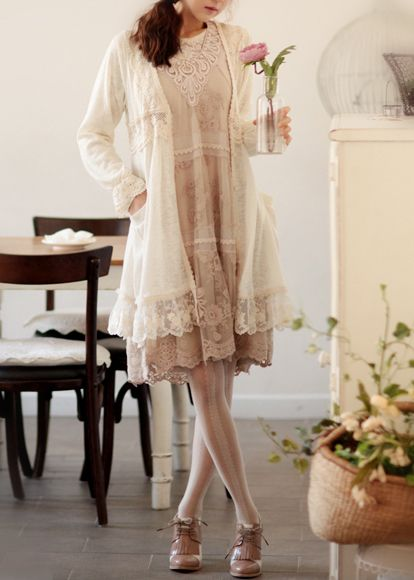 Such a pretty vintage~style look.  A bit more feminine than my usual taste, but I could do this for a special occassion.