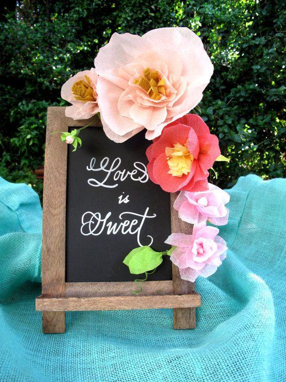 Kleine crêpe Wedding Flower Garland / van ALittleMerriment op Etsy
