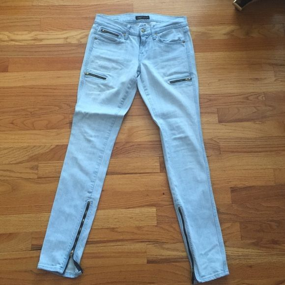"Work Custom Jeans with Zipper Detailing Good condition ! As seen on Kendall Jenner in a Keeping up with the Kardashians episode! Size 27 but would fit a 26-27"" waist. 98% cotton and 2% Lycra. Has some creases from hanging in my closet but a simple ironing would do the trick! Work Jeans"