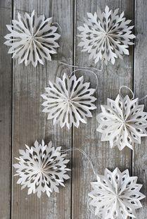Winter crafts throwback: Paper Snowflakes. #DIY