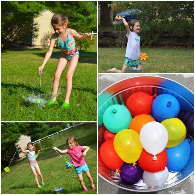 Wojna na bomby wodne to idealny pomysł na upalny dzień. Nie dość, że sprawi mnóstwo radości i tym najmłodszym, i tym nieco starszym, pozwoli dodatkowo schłodzić organizm, chroniąc przed przegrzaniem. Do wyboru kolorowe, zabawne piłki wykonane z gąbki lub balony wypełnione wodą. Gotowi do bitwy?