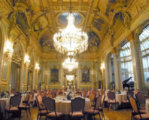 The Madrid Is Of Artistic And Historical Significance Offers An Exquisite Environment In Which