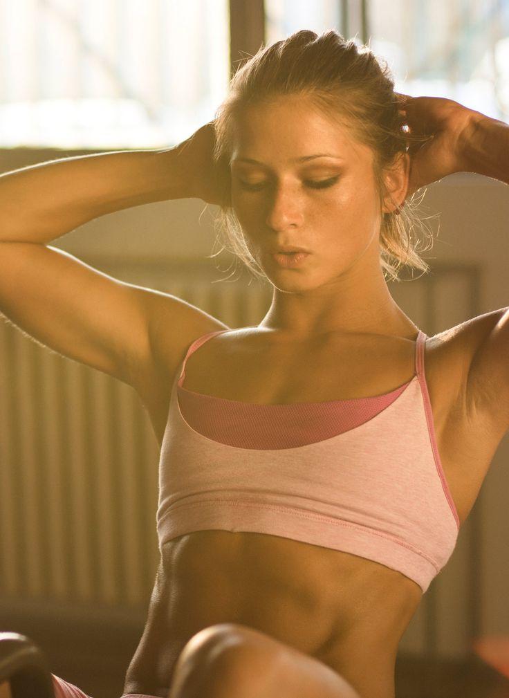 Geniales Bauchmuskeltraining - speziell für Frauen: http://www.gofeminin.de/sport/bauchmuskeltraining-frauen-s1572267.html