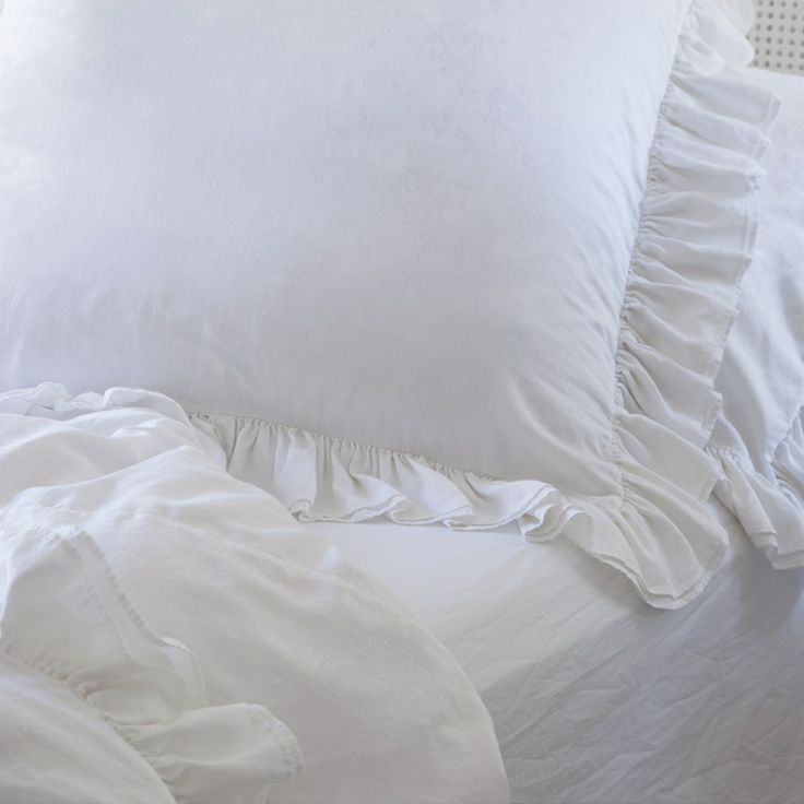 Rachel Ashwell Shabby Chic Pillow Cases : Rachel Ashwell Shabby Chic Couture White Silk Jaquard Bedding Rachel Ashwell Pinterest ...