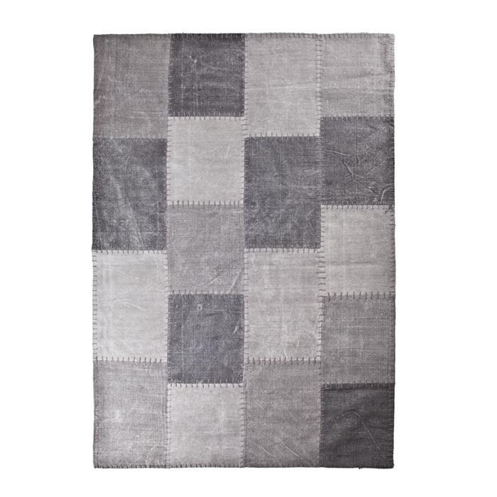 Vloerkleed Mono Patchwork stof antraciet 200x290cm  Description: Met dit By-Boo tapijt Mono Patchwork stof antraciet 200 x 290 cm creëer je een aangename sfeer in je woning. Dit tapijt is niet alleen mooi maar houdt je voeten ook lekker warm. Het tapijt is voorzien van een mooie hokjesprint. Het is gemaakt van stof en heeft een afmeting van 200 x 290 cm. Dit tapijt staat perfect in zowel je woon- als slaapkamer. Zo kun je het in je woonkamer bij de bank neerleggen of in je slaapkamer naast…