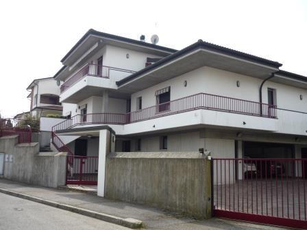 Caste San Pietro Terme (BO),Villa panoramica in ottimo stato ,vicino al centro storico con 2 appartamenti.