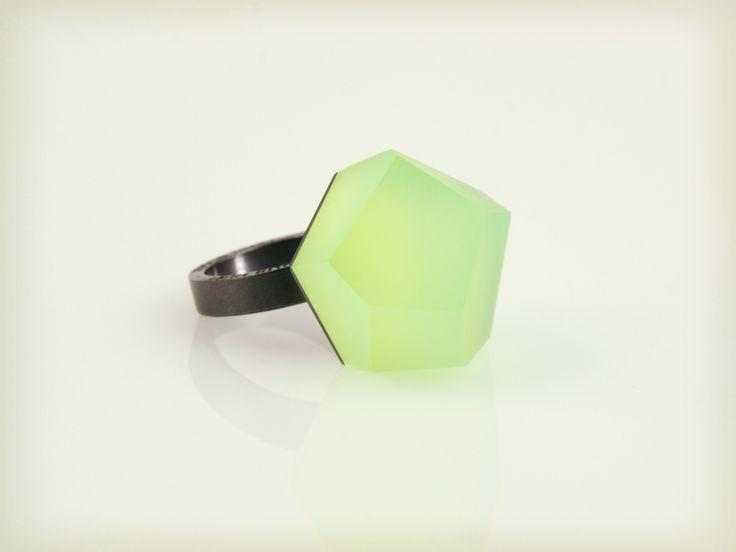 Vu - lime green, ruthenium ring - =PYO=