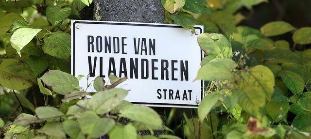 Andare in bicicletta nelle Fiandre Noleggiare una bicicletta è uno dei modi – alternativi ma non troppo – per visitare la regione delle Fiandre: tante le piste ciclabili, pochissimi i  dislivelli, ridotte le distanze da percorrere. La bicicletta permette di scoprire piccoli borghi che – vuoi o non vuoi – in un percorso turistico che si basa sui mezzi pubblici restano inevitabilmente fuori itinerario. E per gli appassionati delle due ruote, nelle Fiandre a giugno c'è un evento davvero…