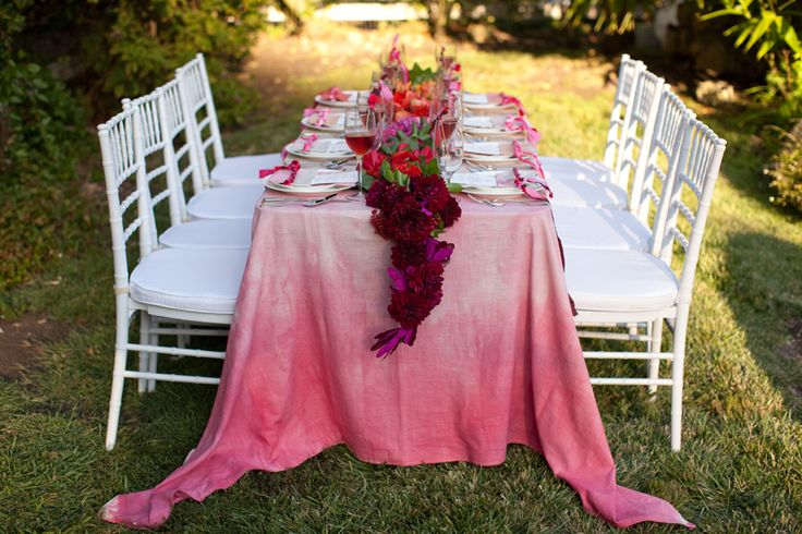 Ohhhh! Ombre table linen!  Inventive!