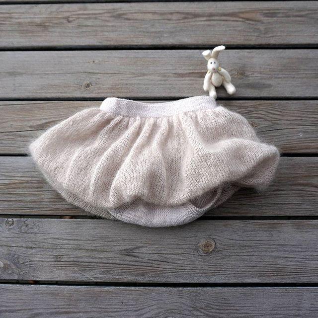 Winter white PETITE BALLOON BLOOMERS ~ fluffy style ~ ❄❄❄❄❄❄❄❄❄❄ Knitted in wool and silk mohair. Pattern in Danish.  #petiteballoonbloomers #winterknits #knitforkids #babybloomers #bunny #fluffyyarn #knittinglove #babyknits #instaknit #knitstagram #igknitters #barnestrikk #jentestrikk #strikkehygge #vinterstrikk #bloomers #strikk #strikkeglede #🐰 #petitesomething
