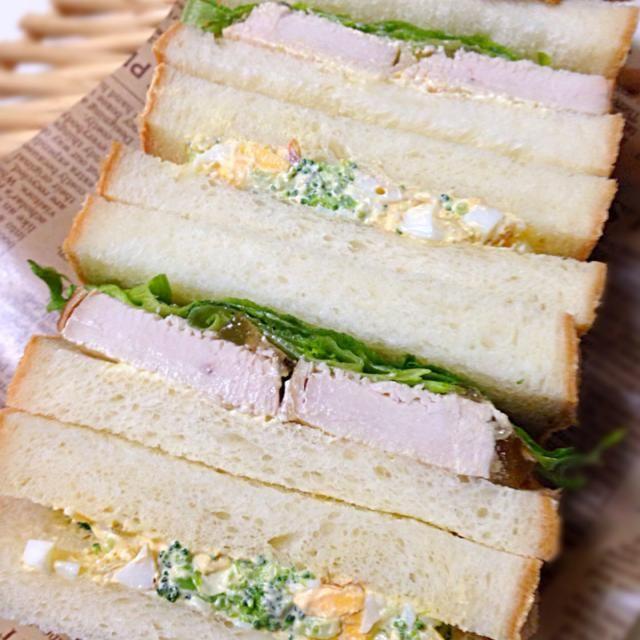 昨日焼いた角食でサンドイッチ。 ローストチキンとエビとブロッコリーと卵のサラダサンド。 - 27件のもぐもぐ - ローストチキンサンドとエビサラダサンド by Mika