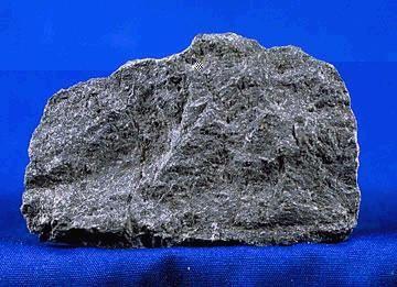 -Basalto:El basalto es una roca ígnea o magmática volcánica de color oscuro, es la variedad más común de roca volcánica. estructura amorfa,............