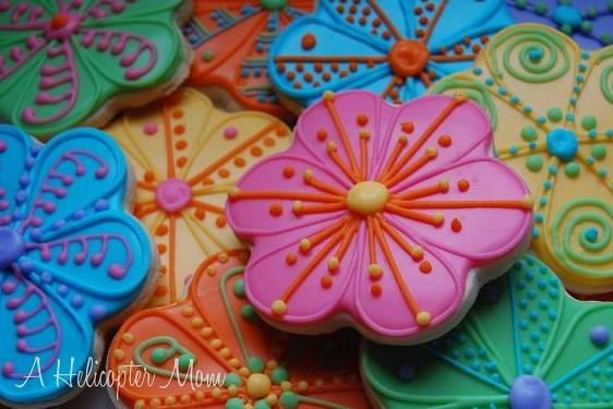 Gorgeous flower cookies - great for favors, gifts or fun desserts #cookies #recipe #tips