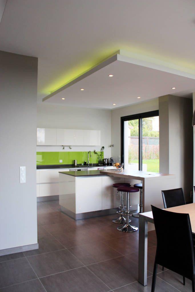 Parcourez les images de Cuisine de style de style Moderne % de Maison individuelle - Région toulousaine. Inspirez-vous des plus belles photos pour créer votre maison de rêve.