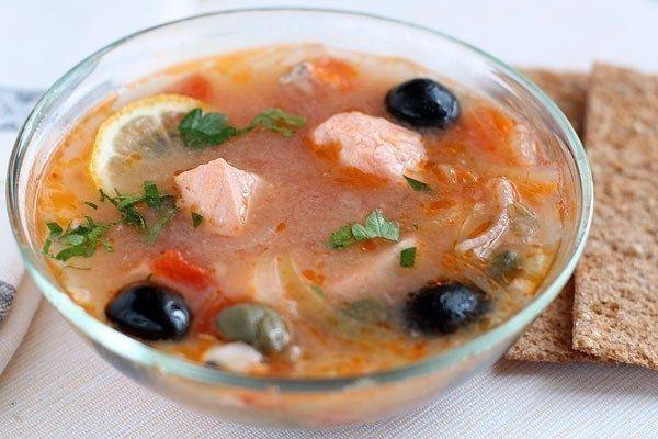 Фото к рецепту: Рыбная солянка с семгой