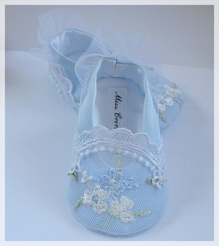 These shoes are made of pastel turquoise satin ( very light shade) and lace - white embroidery tulle.  Its somewhat in the style of Marie Antoinette :)  Theyre soft and very comfortable.      It may be the first shoes for your Little Girl,  perfect for ♥ an unique gift ♥    Available to special order ( at the moment - the completion date within 3 days)  Box personalized with your babys name  These are soft-soled shoes. They are not meant for street wear.    Choice the size or just give me…