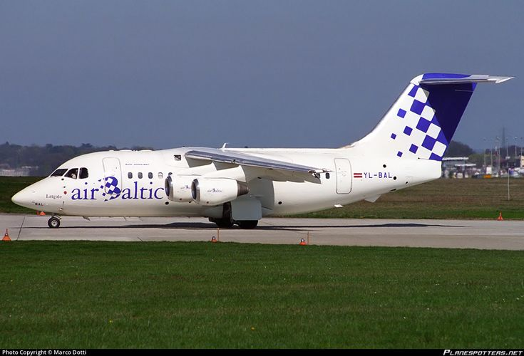 Air Baltic British Aerospace Avro RJ70 YL-BAL aircraft, skating at Suisse Geneva Cointrin International Airport. 31/03/1997.