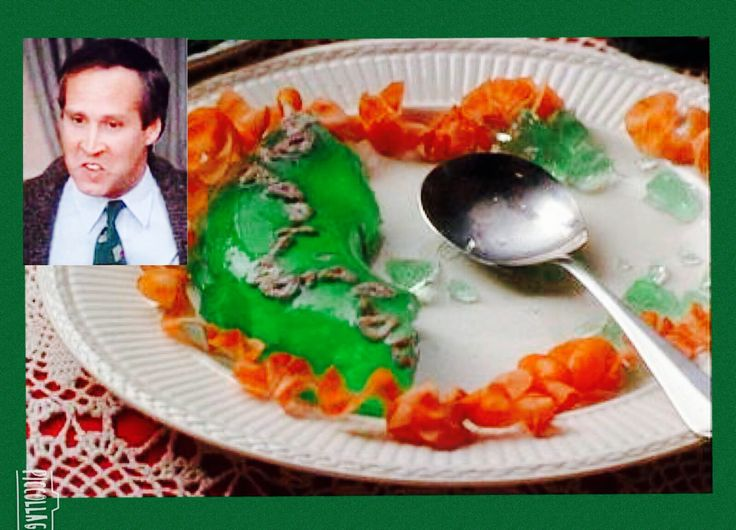Christmas Vacation (1989) - [Aunt Bethany's jello mold has little dry cat food stars in it ...
