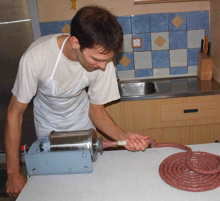 Füllen der Pelle beim Bratwurst selber machen