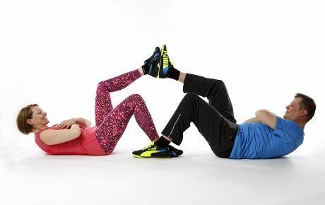 Vatsalihastreeni jalkaläpsyillä | Jumppa | HS