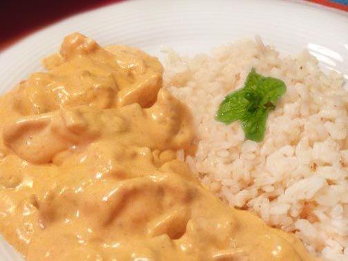 Pollo al curry a la crema (en la fotografía), receta enviada por Bibiana Moya Aguilar: Para 4 personas: Dos pechugas de pollo cortadas en tiras o taquitos (al gusto)