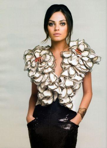 .Girls Crushes, Fashion, Milakunis, Style, Mila Kunis, Makeup, Beautiful, Flower Power, The Dresses